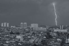 Муссон на Petaling Jaya, Куалае-Лумпур, Малайзии стоковое фото