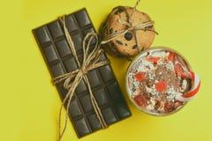 Мусс с печеньями шоколадного батончика и обломока Стоковые Фотографии RF