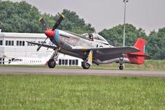 Мустанг P-51D на холме Airshow Biggin Стоковая Фотография