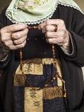 Мусульманская женщина которая привлекает хваление Стоковое Изображение RF
