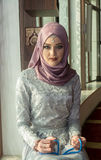 Мусульманская девушка в мечети Стоковые Фотографии RF
