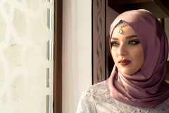 Мусульманская женщина в мечети Стоковая Фотография