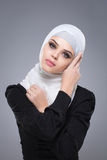 Мусульманская женщина в hijab стоковые фото