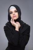Мусульманская женщина в hijab стоковая фотография