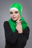 Мусульманская женщина в hijab стоковое фото rf