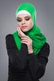 Мусульманская женщина в hijab стоковое изображение rf