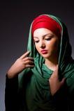 Мусульманская женщина с головным платком Стоковое Изображение