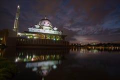 Мусульманская мечеть в Putra Jaya стоковая фотография rf