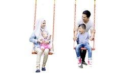 Мусульманская семья играя на качании Стоковое Изображение
