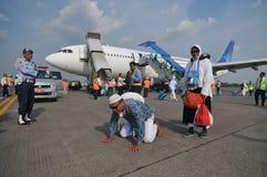 Мусульманские паломники приехали в Индонезию после закончили ежегодное haj Стоковые Фото