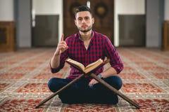 мусульманский молить стоковые фото