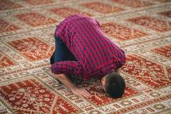 мусульманский молить стоковое изображение rf