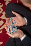 Мусульманский человек молит в мечети Стоковые Фото