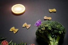Муха макаронных изделий бабочки в солнце лимона Стоковое Изображение