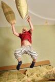 муха мальчика кровати Стоковая Фотография