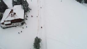 Муха над лыжным курортом горы видеоматериал