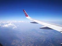 Муха с Air Asia стоковые фотографии rf