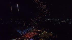 Муха трутня вне с тысячей фонариками 4k 60fps видеоматериал