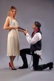 Мушкет женщины вставать человека Стоковая Фотография