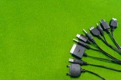 Мульти-головы заряжателя мобильного телефона (всеобщий заряжатель) Стоковые Фотографии RF
