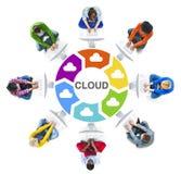 Мульти-этнические концепции группы людей и облака вычисляя Стоковые Изображения RF