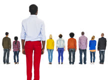 Мульти-этнические люди повернутые назад и человек выведенный позади Стоковое Изображение RF