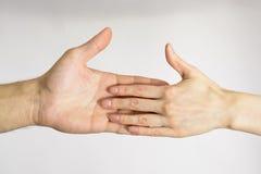 Мыжской и женский касатьться рук Стоковое Изображение