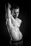 Культурист изгибая его мышцы Стоковая Фотография