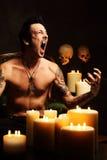 мыжской показывая вампир зубов Стоковые Фото