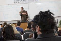 Мыжской профессор Teaching Студент стоковые изображения rf