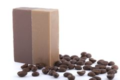 Мыло кофе при кофейные зерна изолированные на белой предпосылке Стоковые Изображения