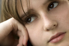 мысль девушки подростковая стоковые изображения rf