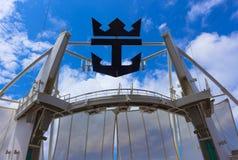 Мыс Канаверал, США - 29-ое апреля 2018: Амфитеатр театра Aqua на вкладыше круиза или оазисе корабля морей королевским Стоковая Фотография