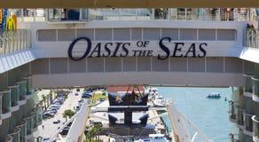 Мыс Канаверал, США - 29-ое апреля 2018: Оазис вкладыша или корабля круиза морей королевскими Вест-Инди Стоковые Фото