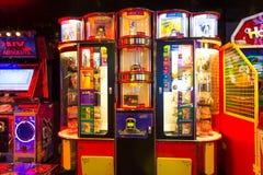 Мыс Канаверал, США - 30-ое апреля 2018: Торговые автоматы ` s детей на оазисе вкладыша туристического судна или круиза морей мимо Стоковые Изображения