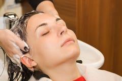 мытье волос Стоковое Изображение
