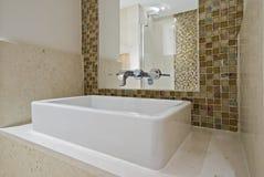 мытье квадрата руки тазика керамическое Стоковое Изображение