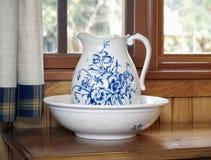 мытье питчера тазика голубое Стоковое Изображение RF