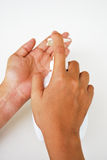 Мытье руки в белой предпосылке стоковая фотография rf