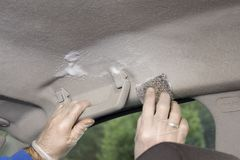 Мытье руки headlamp автомобиля Руки в перчатках scrub знаменитость Стоковые Фото