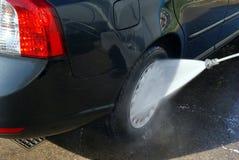 Мыть автомобиль с давлением воды Стоковая Фотография RF