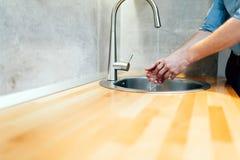 Мыть руки держит бактерии отсутствующий Стоковые Изображения RF