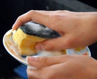 мыть тарелок Стоковая Фотография
