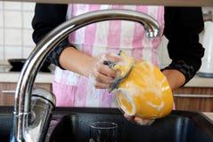 мыть тарелок Стоковое Изображение