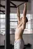 Мышечный человек поднимая вверх и вниз Стоковое Изображение RF