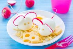Мышь вареного яйца украшенная с редиской и сыром Стоковые Фото