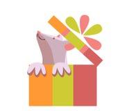 Мышь в подарочной коробке Подарок с смычком Стоковое фото RF