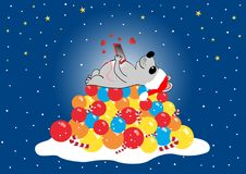 Мышь лежит на холме игрушек рождества с мобильным телефоном в своих лапках Состав рождества, вектор Стоковое Изображение