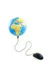 Мышь подключенная к viewing Африке глобуса Стоковые Фотографии RF