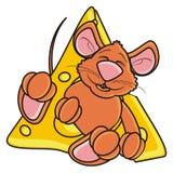 Мышь спать и обнимая one piece сыра Стоковое Изображение RF